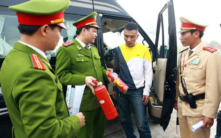 Bai bo quy dinh phai co binh chua chay - Bãi bỏ quy định ô tô từ 04 đến 09 chỗ phải có bình cứu hỏa